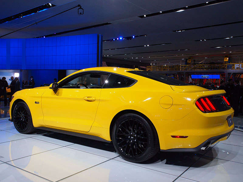ford talks horsepower and torque for 2015 mustang. Black Bedroom Furniture Sets. Home Design Ideas