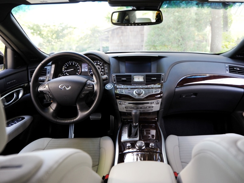 10 things you need to know about the 2015 infiniti q70. Black Bedroom Furniture Sets. Home Design Ideas