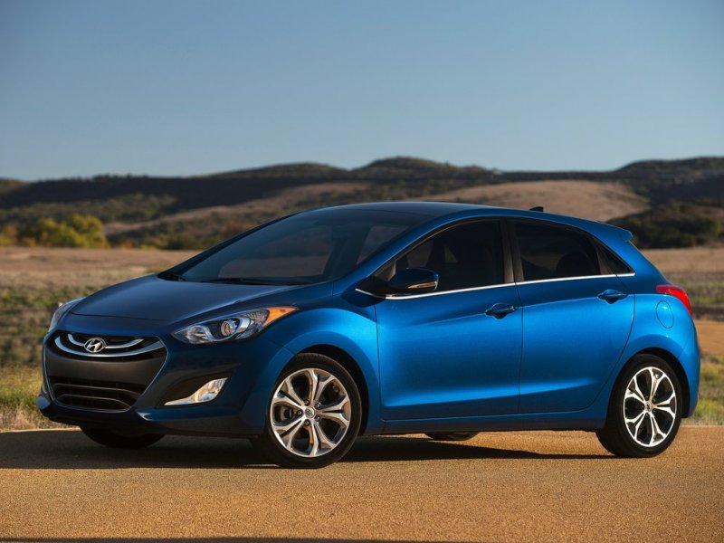 2015 hyundai elantra gt debuts with lower cost tech package. Black Bedroom Furniture Sets. Home Design Ideas