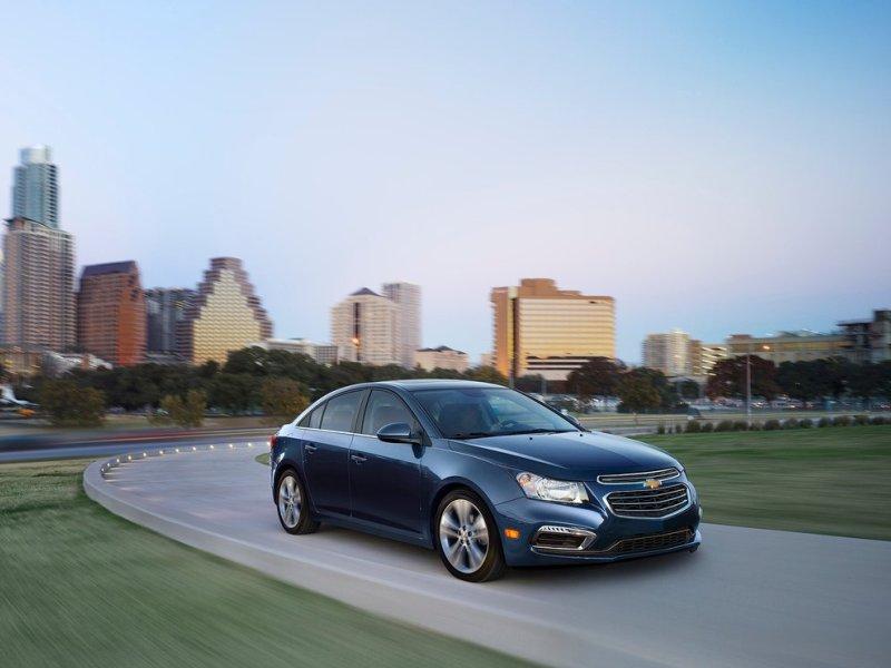 10 Cheap Non-Hybrid Cars That Get 40-MPG