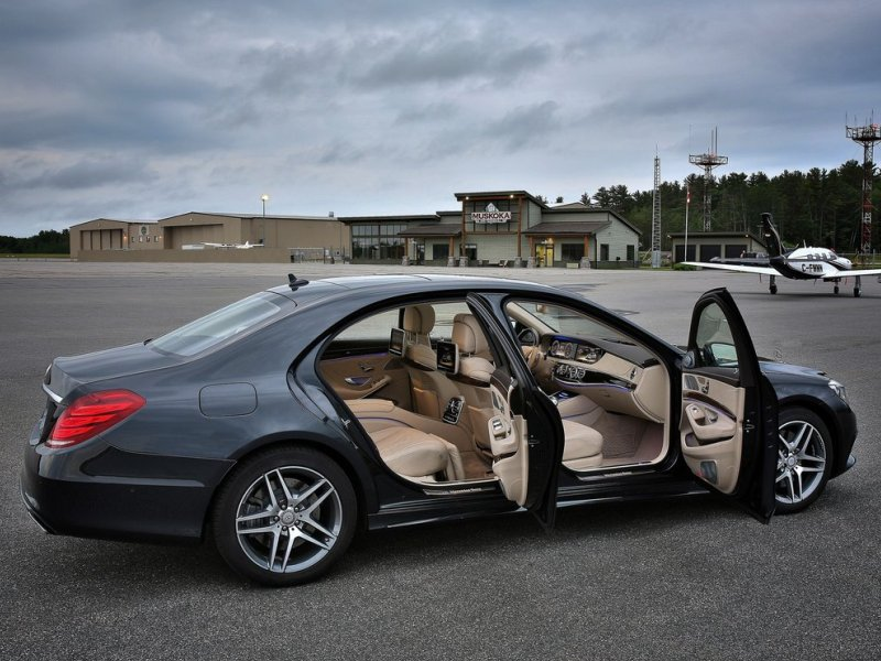 Superior interiors the 10 most comfortable luxury cars for Most luxurious mercedes benz