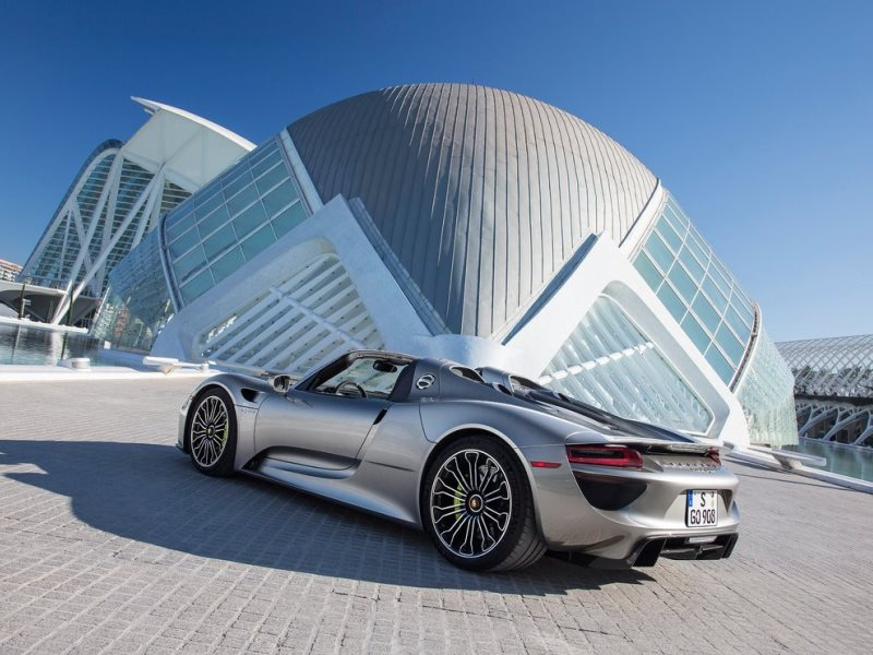 styling one look at the porsche 918