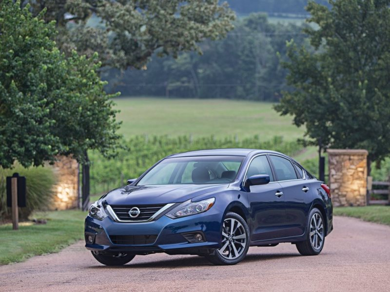 10 Things You Need to Know About the 2016 Nissan Altima