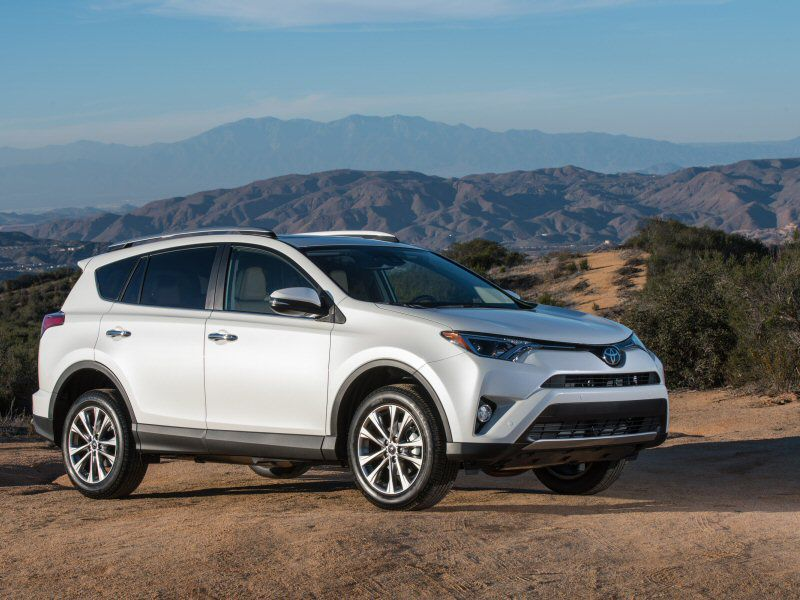 2016 Toyota RAV4 Limited Front Three Quarter 1