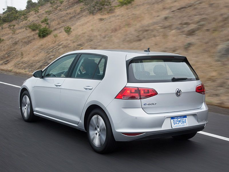2016 Volkswagen e-Golf Road Test and Review