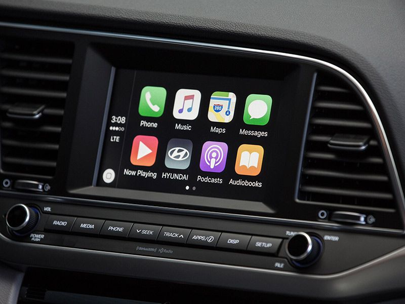 apple carplay vs android auto we test both feature autos. Black Bedroom Furniture Sets. Home Design Ideas