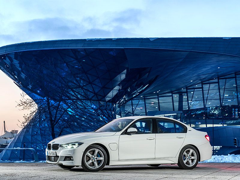 2017 BMW 330e iPerformance Road Test and Review