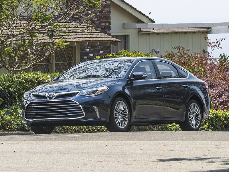 2016 Toyota Avalon LTD front angle