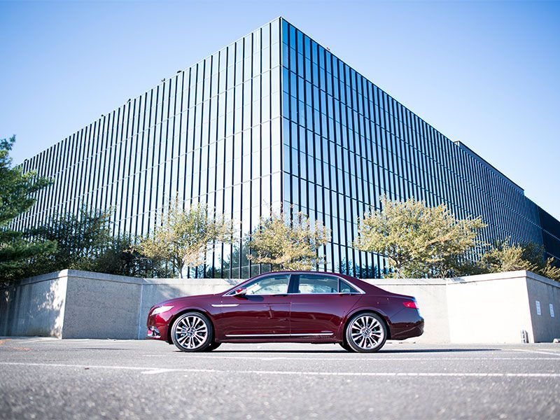 10 Things You Need to Know About the 2017 Lincoln Continental