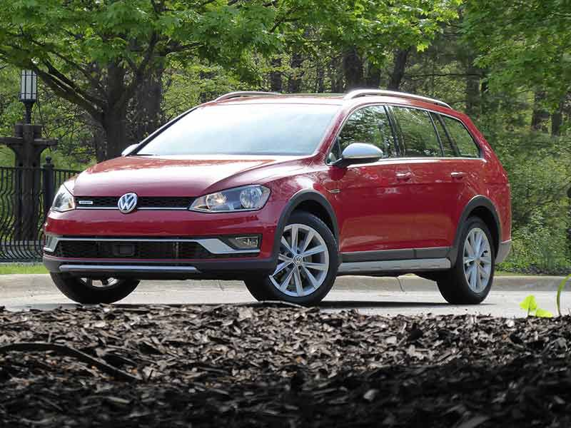 10 Things You Need to Know About the 2017 Volkswagen Golf Alltrack