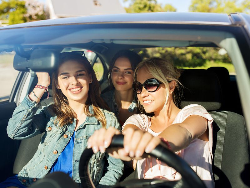 teen millennials in car