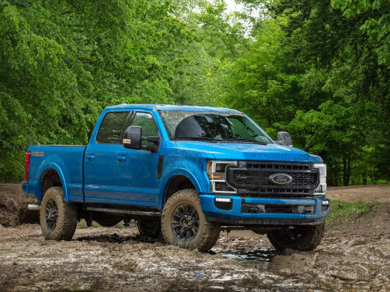 2020 Ford Super Duty Tremor blue in mud