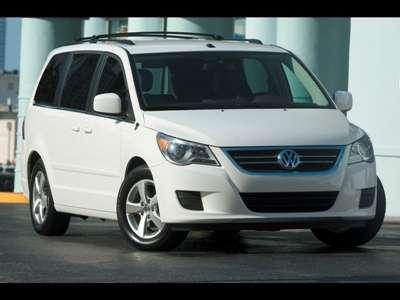 2009 Volkswagen Routan Front