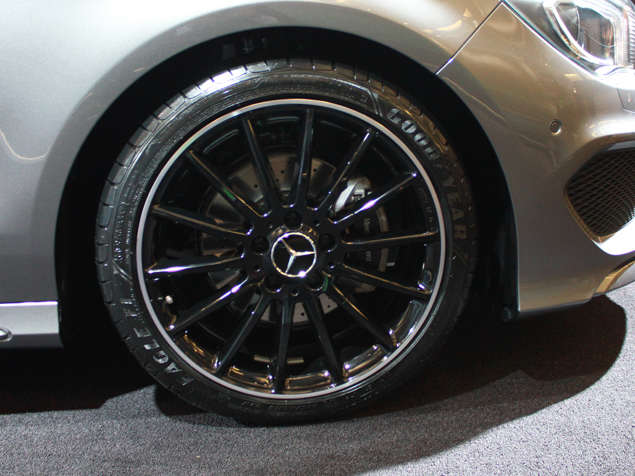 [Image: mercedes-cla-debut-naias-wheel.jpg]