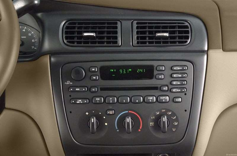 ford taurus 2002 interior