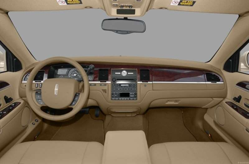 2009 Lincoln Town Car Pictures Including Interior And Exterior Images Autobytel