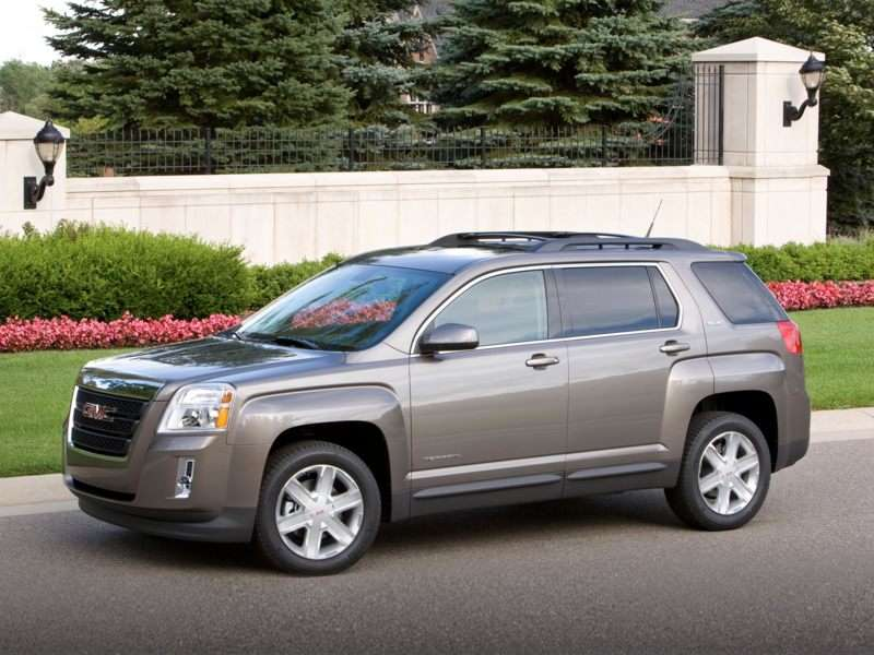 If You Re In The Market For A Small Crossover 2010 Gmc Terrain Warrants Test Drive