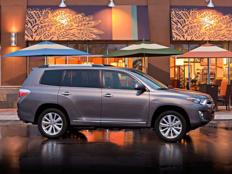 Research the 2011 Toyota Highlander Hybrid