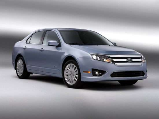 2012 Ford Fusion Hybrid: Video Road Test and Review