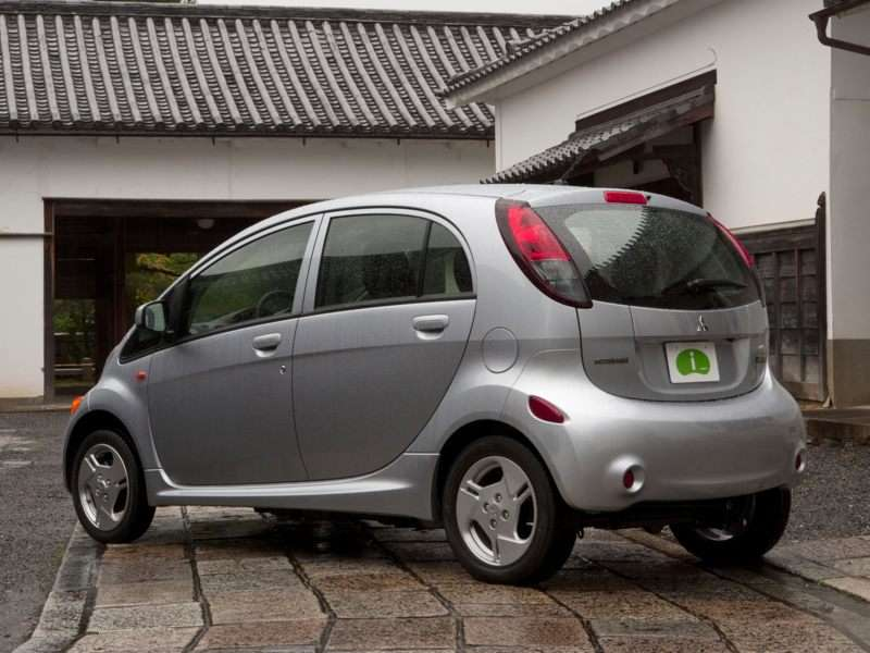 Mitsubishi Cuts the Pricetag on the 2014 i-MiEV