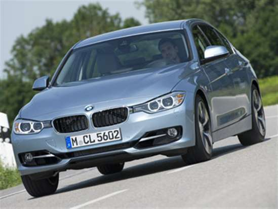 2013 BMW ActiveHybrid3 Goes Drag Racing
