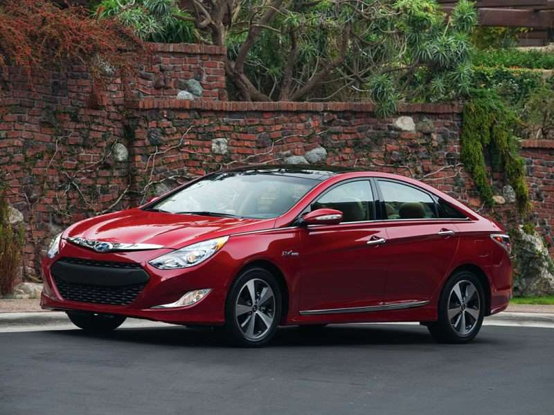 Research the 2013 Hyundai Sonata Hybrid