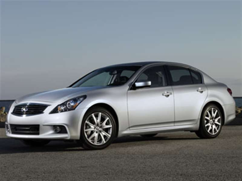 2013 Infiniti G37 Sedan Stays in the Picture