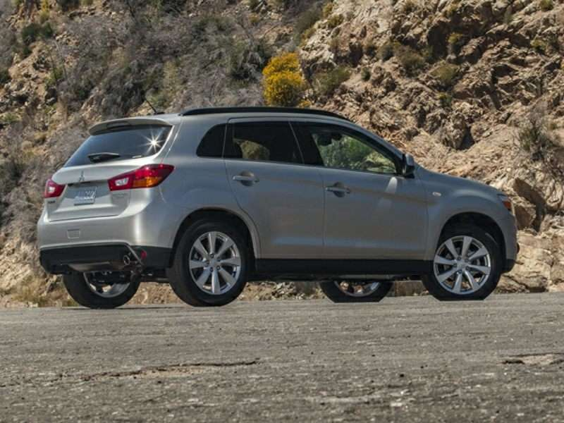 numerous upgrades coming to 2015 mitsubishi outlander. Black Bedroom Furniture Sets. Home Design Ideas