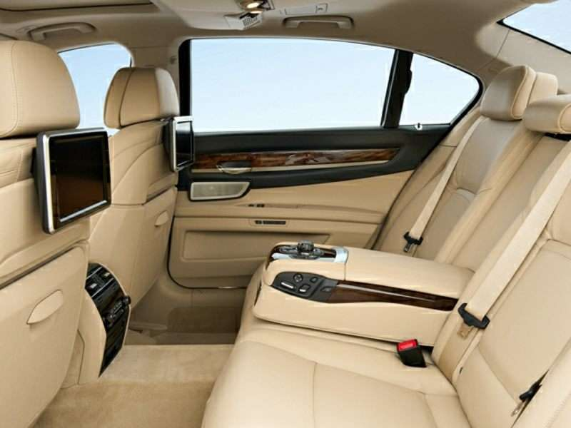 What Is The BMW Luxury Seating Package?