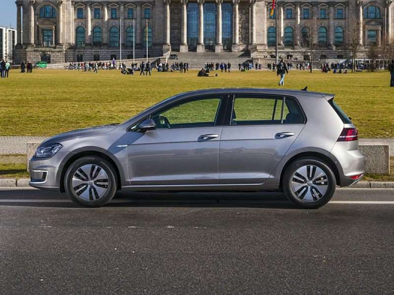 Green Car Reports: 2015 Volkswagen Golf Is Best to Buy