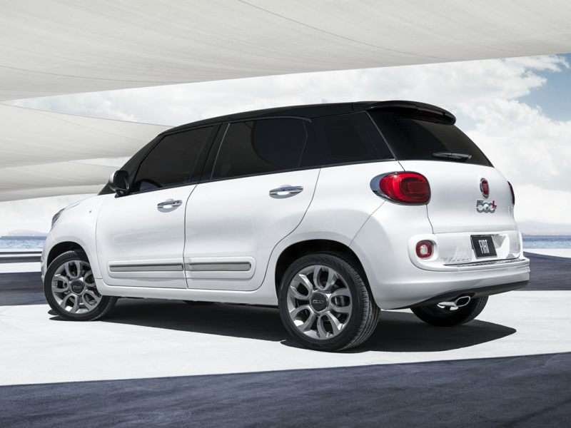 Research the 2017 FIAT 500L