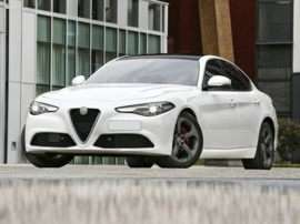 2018 Alfa Romeo Giulia Base 4dr Rear-wheel Drive Sedan