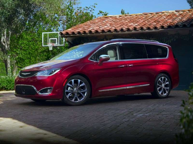 2018 Chrysler Pacifica Pictures Including Interior And Exterior Images Autobytel