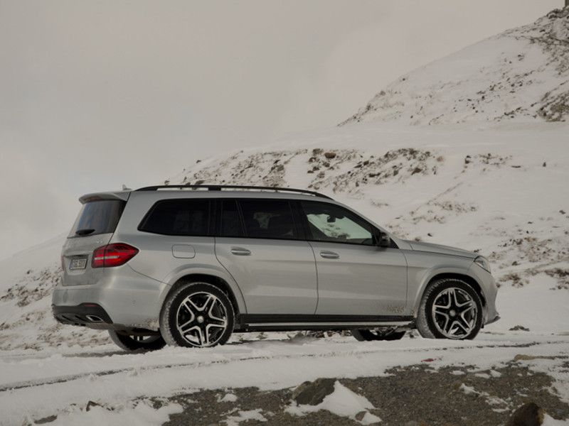 10 best luxury suvs for the snow for Expensive mercedes benz suv