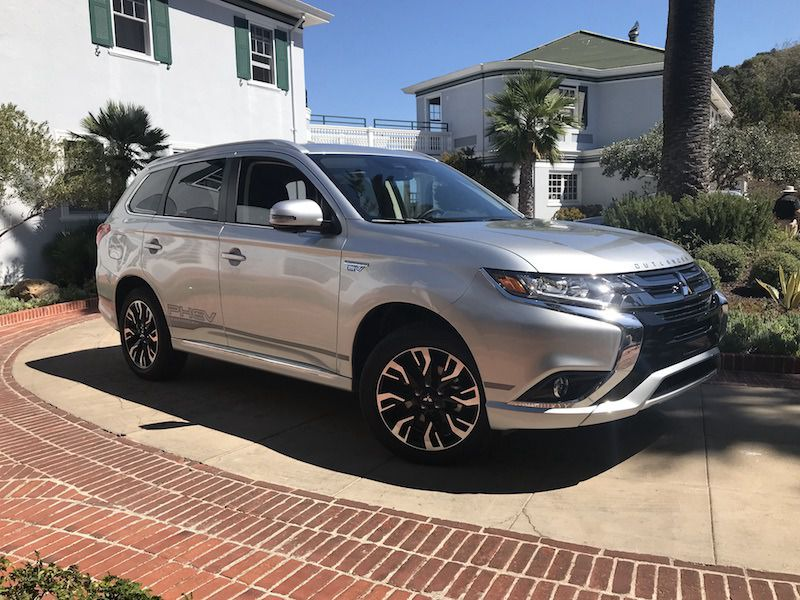 10 Things You Need to Know About the 2018 Mitsubishi Outlander PHEV