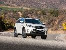 2017 Toyota Highlander Hybrid Limited Platinum on road