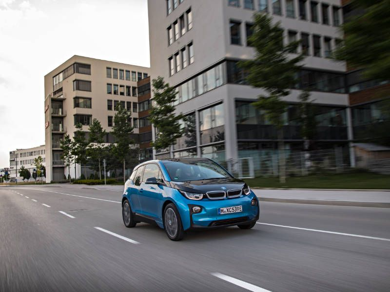 2017 BMW i3 Driving City Front Quarter