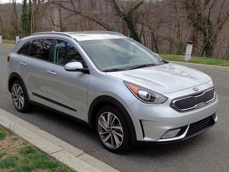 2017 Kia Niro Road Test and Review