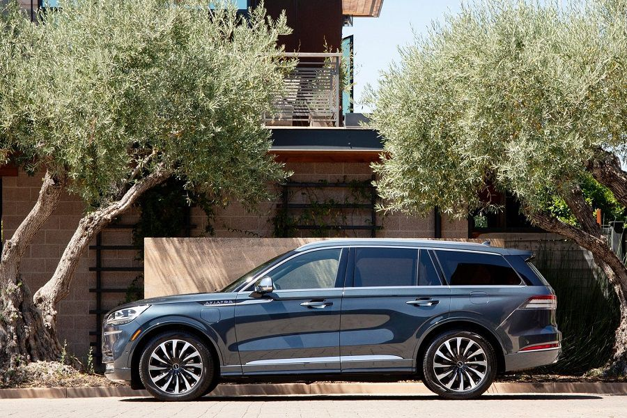 2020 Lincoln Aviator HERO 900x600