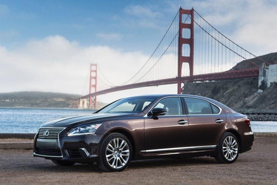 Best V 8 Luxury Cars