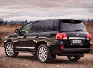 2013 Toyota Land Cruiser Features Refreshed Looks, Improved Standard Equipment