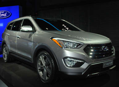 Redesigned 2013 Hyunda Santa Fe Makes Extended Stay At New York Auto Show
