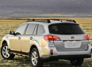 2013 subaru outback sips fuel shows off new look at new york auto show. Black Bedroom Furniture Sets. Home Design Ideas