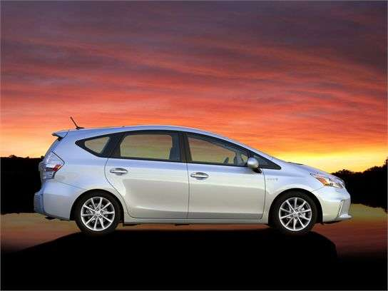 Pricing And Features 2017 Ford Fusion Hybrid Vs Toyota Prius