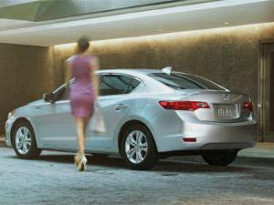 Acura Hopes to Woo Young Shoppers With All-New 2013 Acura ILX