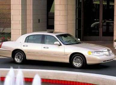 Lincoln Town Car Used Car Buyer S Guide Autobytel Com