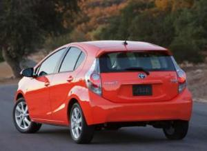 Top Safety Pick Update: Hyundai Azera, Toyota Prius c, Chevy Malibu Eco Make the Grade
