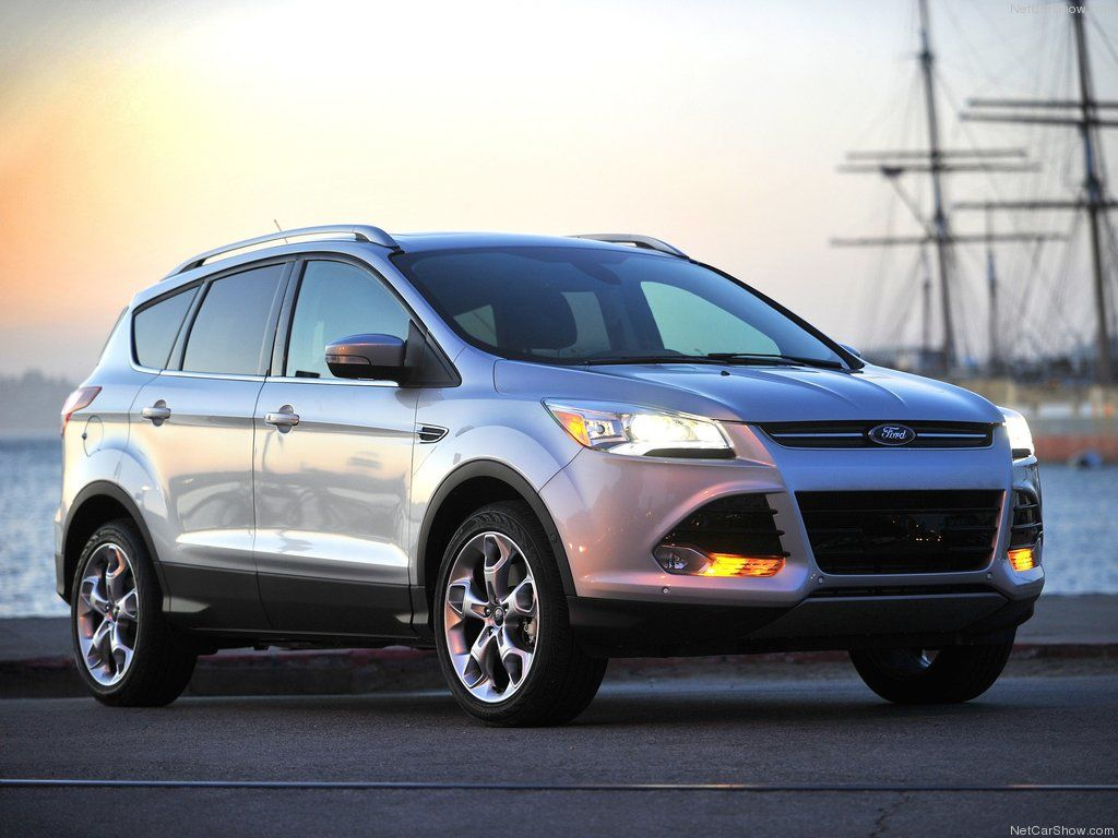 Popular Mechanics Presents First Car of the Year Trophy to 2013 Ford Escape
