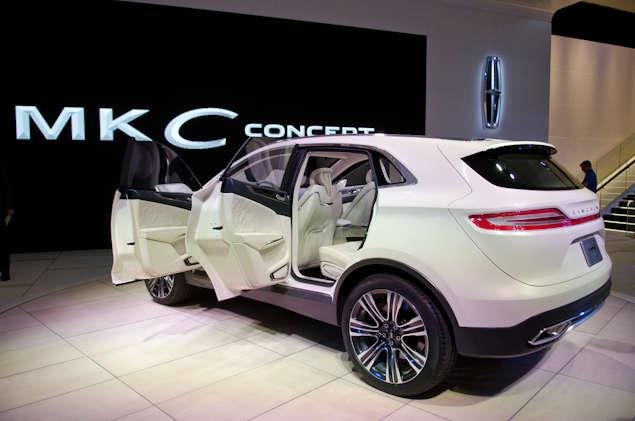 https://img.autobytel.com/car-reviews/autobytel/115050-2013-lincoln-mkc-concept-preview-detroit-auto-show/2014-lincoln-mkc-naias-detroit-03.jpg