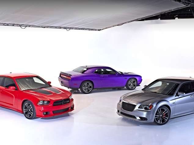 New Core SRT8 Models Debut for 2013 Dodge Challenger, Chrysler 300